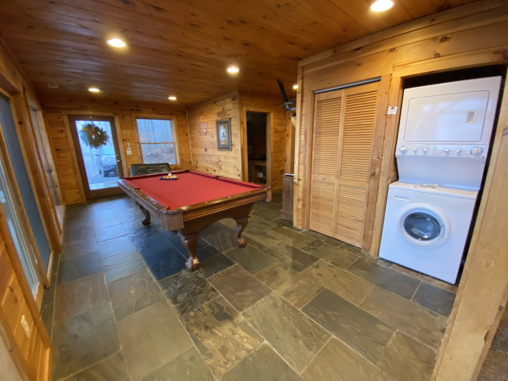 Fontana View 3 Pool Room