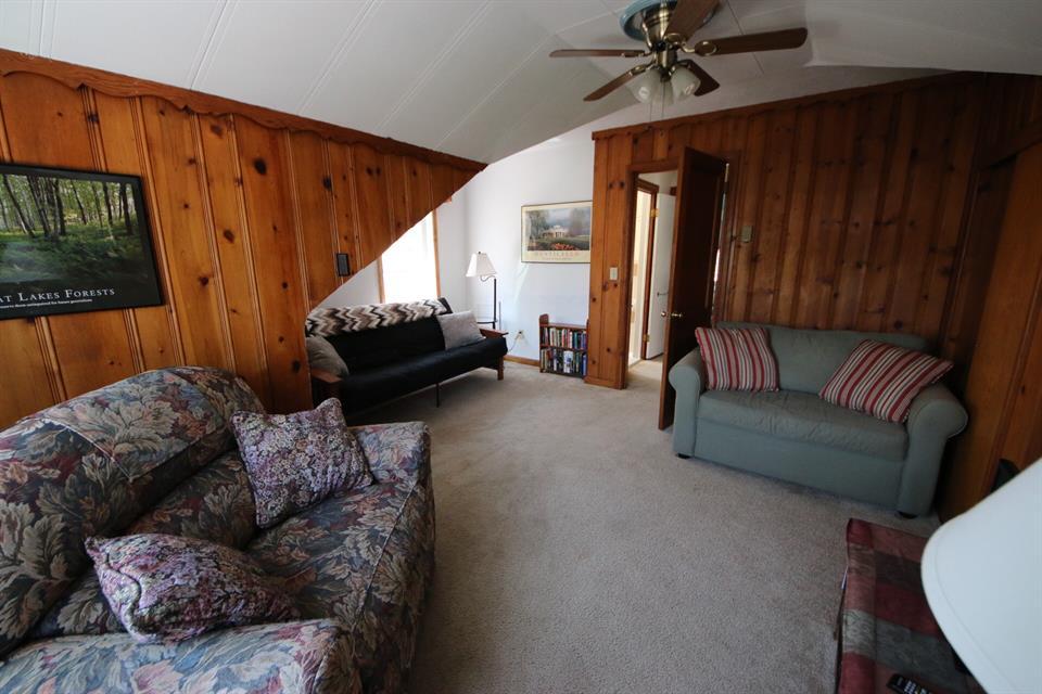 208sycamoreupperlivingroom