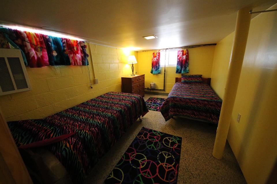 208sycamorebedroom2