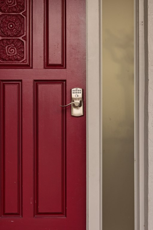 Smart Lock makes entry and lock up smooth and worry free.