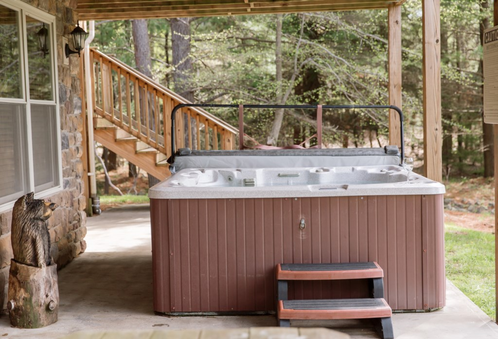 Time for a soak in the hot tub and enjoying the outdoor view
