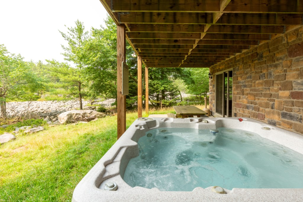 Sit in the Hot tub and Enjoy the beautiful Boulder Field View