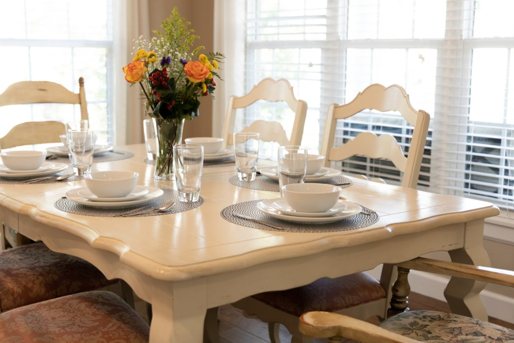 Dining table to host your family / guests