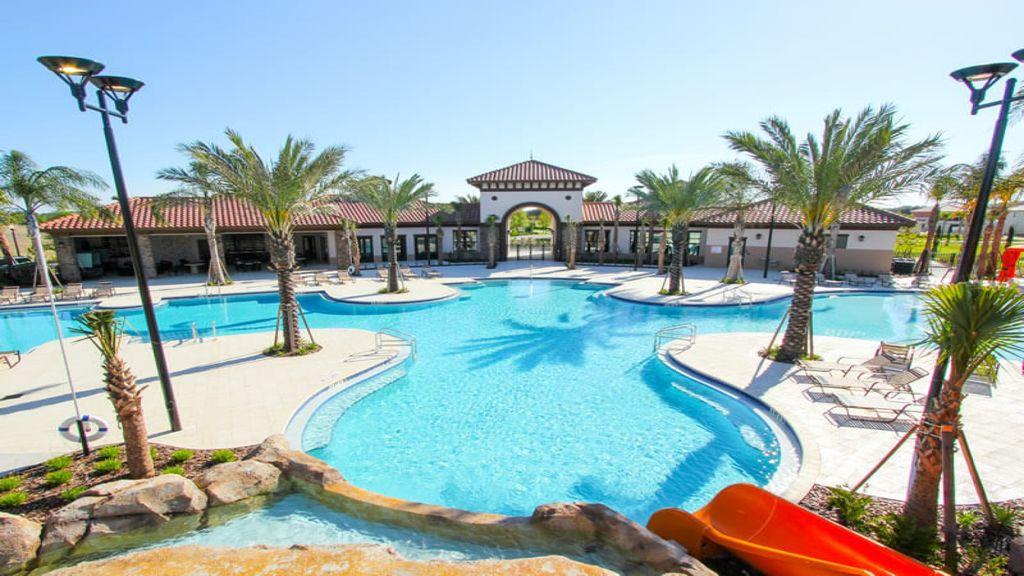 Clubhouse Pool3.jpg