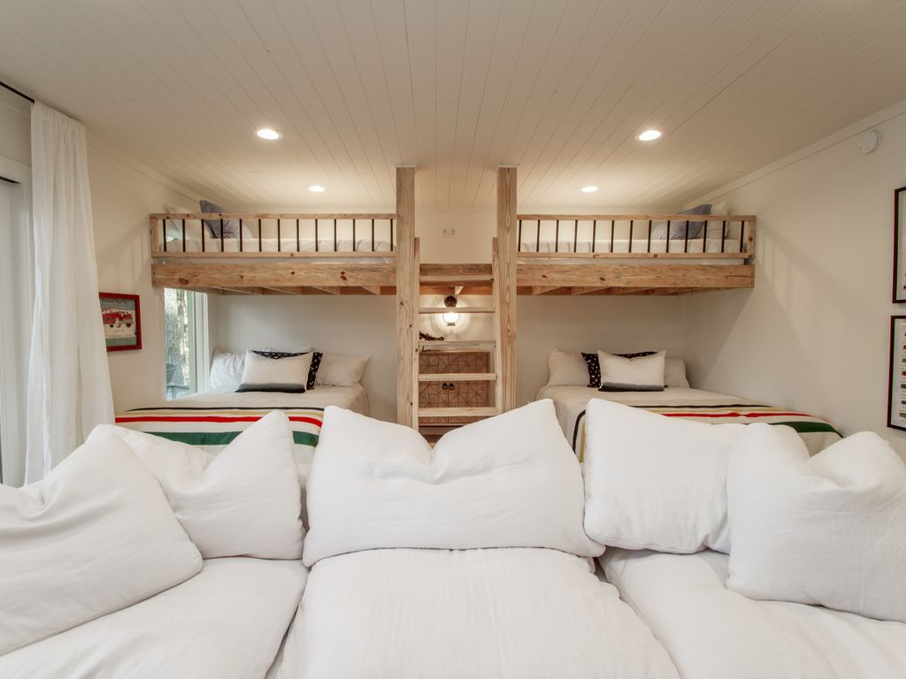 Bunk Room - Two Queen Beds and Two Twin