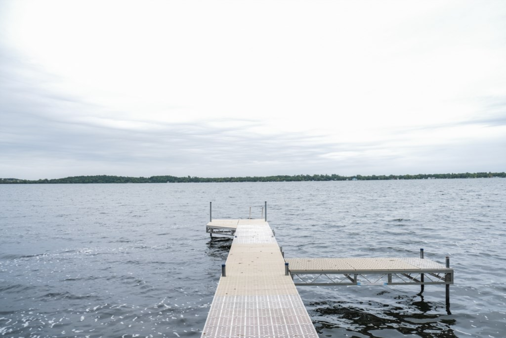 Nice long dock for all the kids to fit on and fish off of.