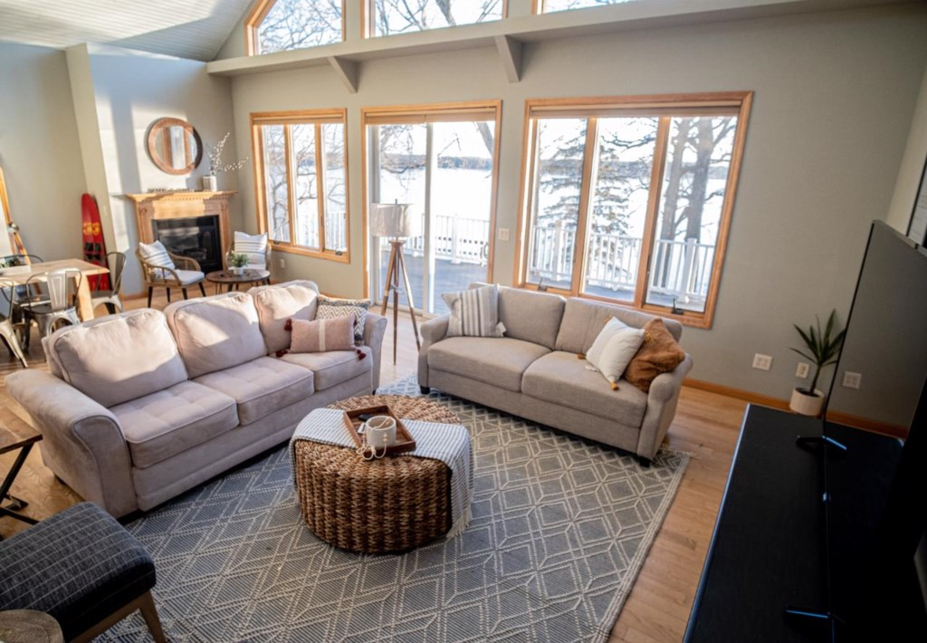 Plenty of seating for everyone in this spacious upper level living room.