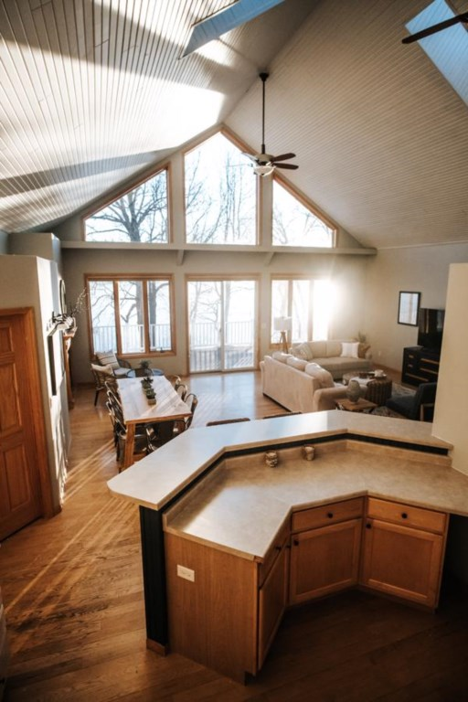 This home is fully furnished w/linens, towels, paper towels, pots/pans, soap/shampoo.