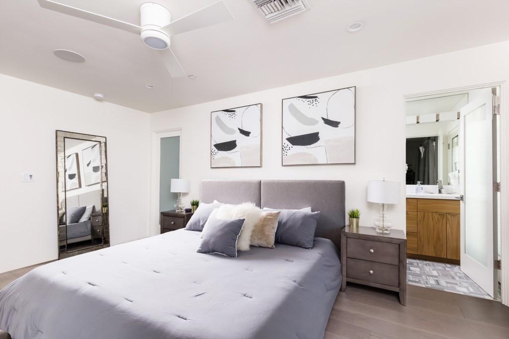 4th Bedroom with connected en-suite bathroom