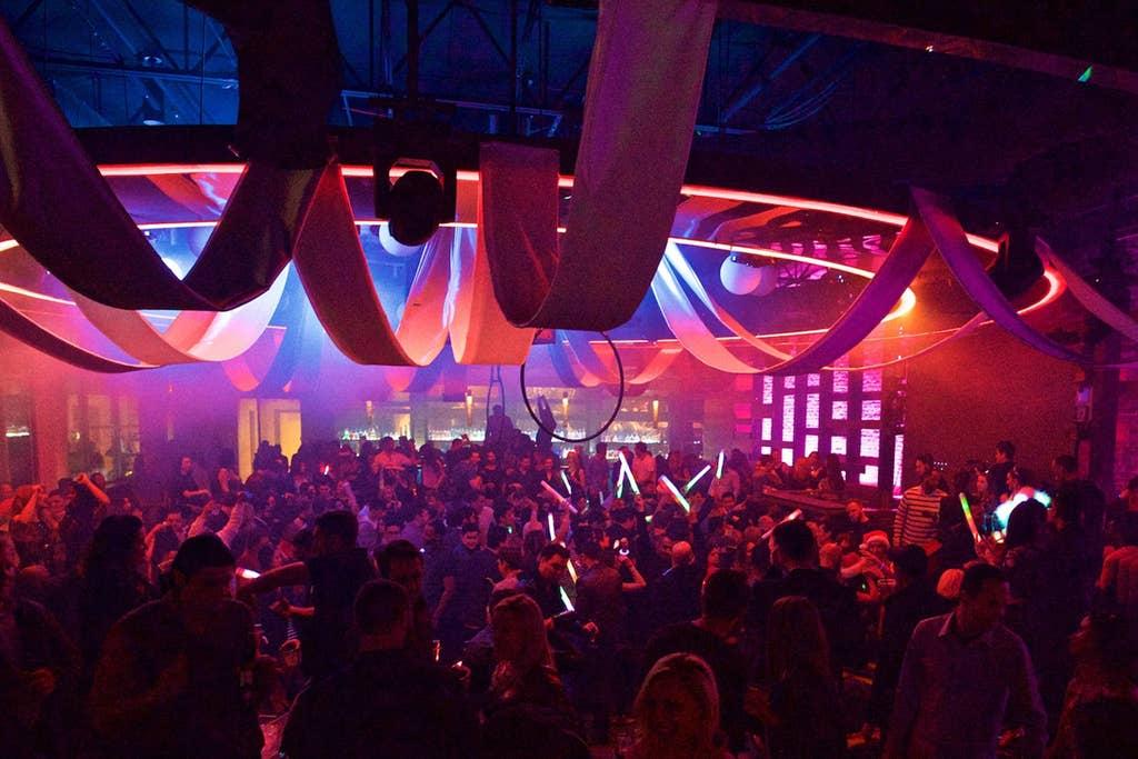 Hundreds of bars and nightclubs mins away!