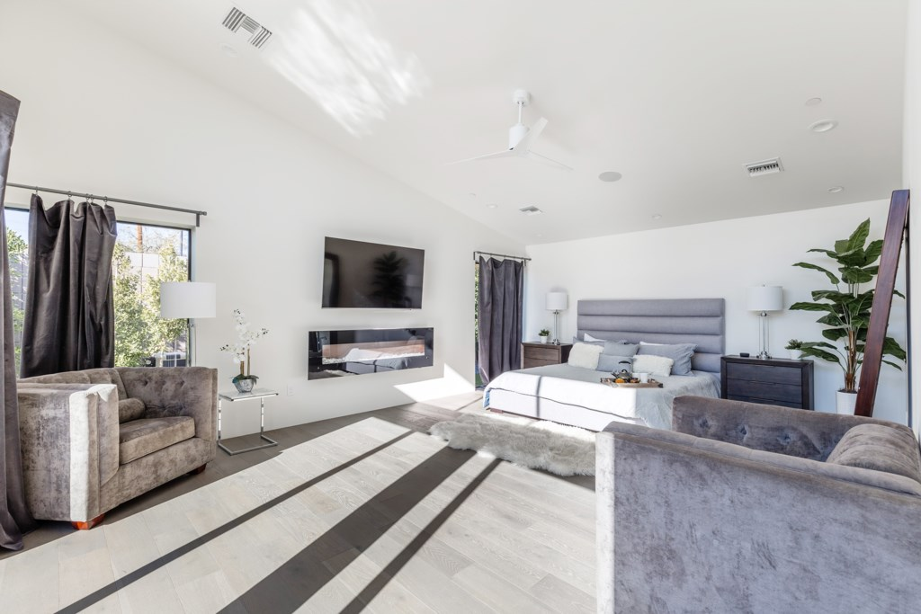 Huge master Bedroom with Fireplace, large flat screen Tv and areas