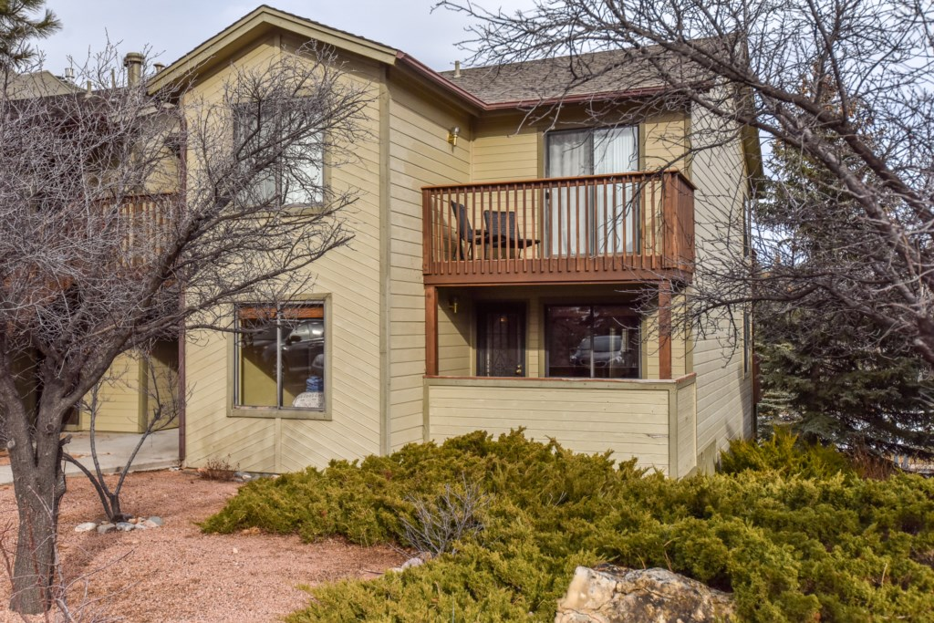 In Great Location Near Historic Downtown with routes to the Grand Canyon, Az. Snowbowl, NAU, and Sedona