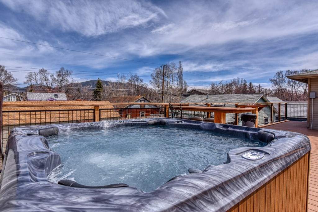 Rooftop Hot Tub!
