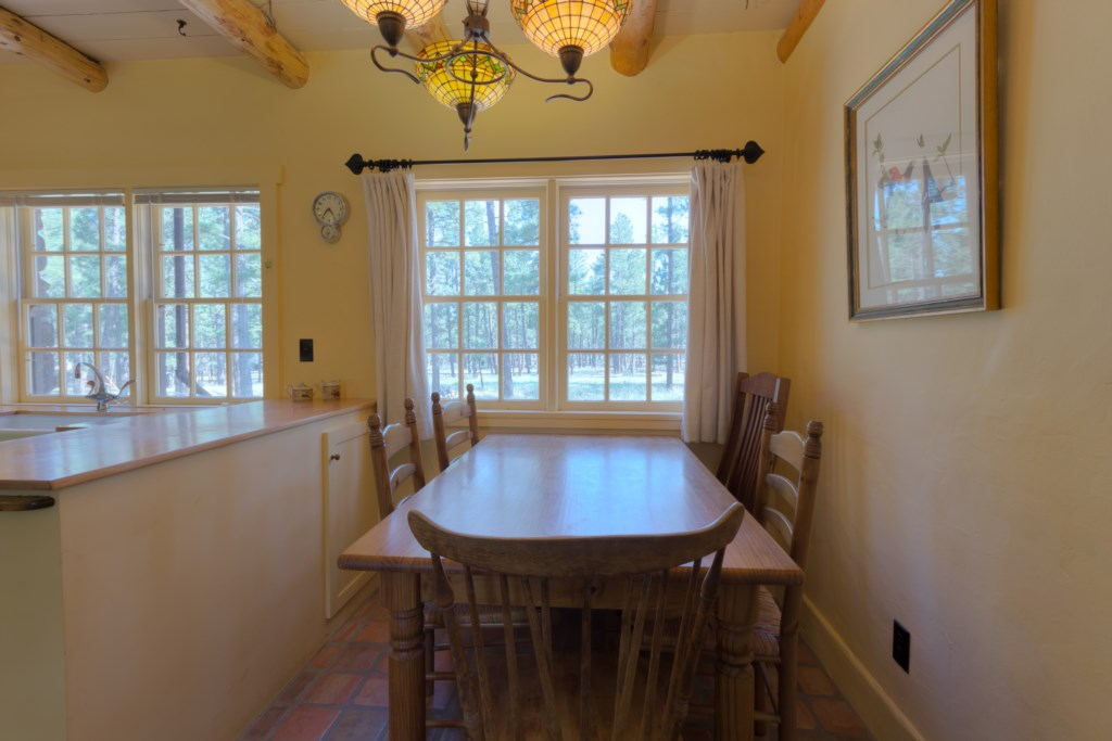 Dining Nook to Enjoy Family Meals