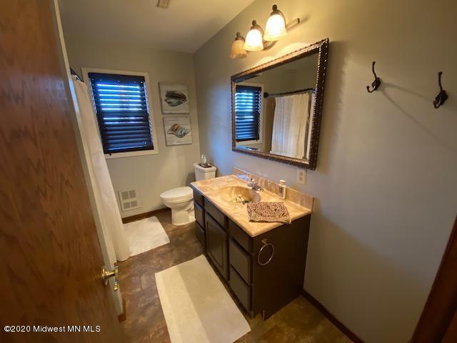 Basement bathroom (with tub).