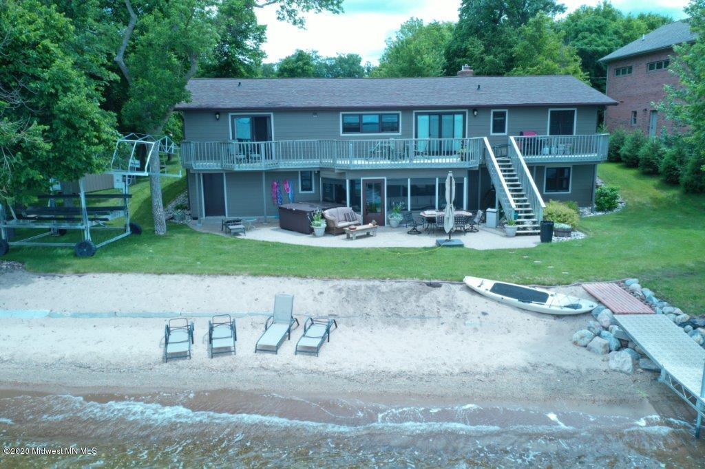 The sand beach and perfect lake bottom will provide hours of entertainment