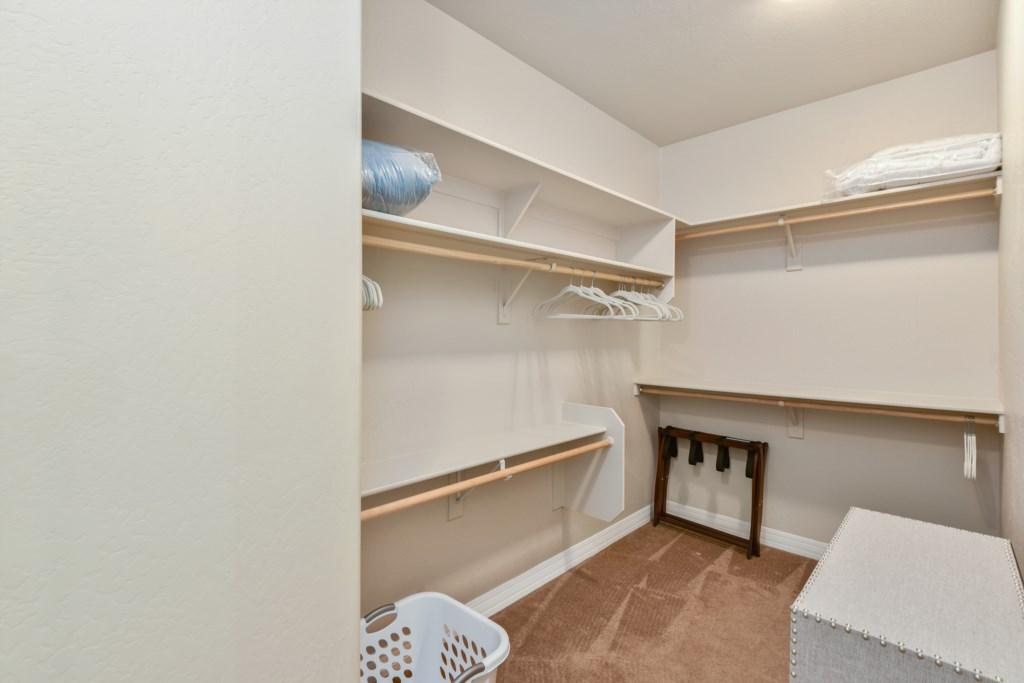 Master bedroom walkin closet