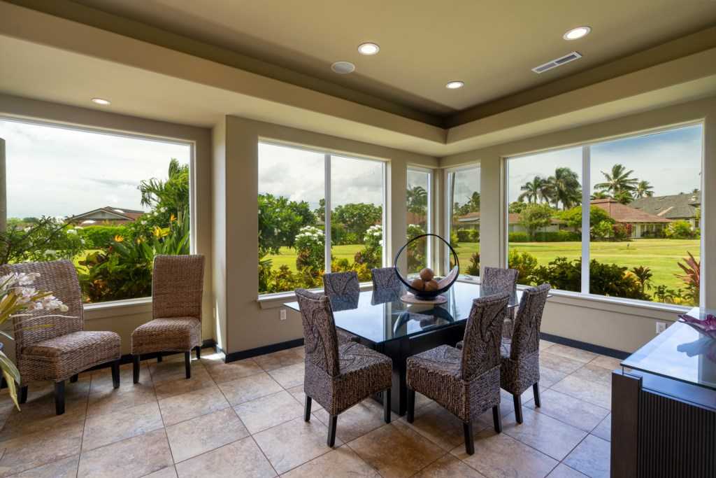 Beautiful dining area to entertain 6 guests / family with gorgeous view