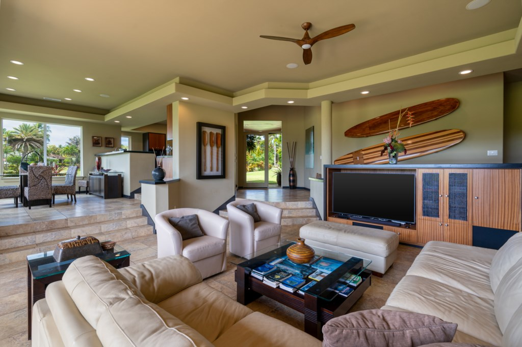 Open Floor Space with a Hawaiin Flare and Attention to Detail