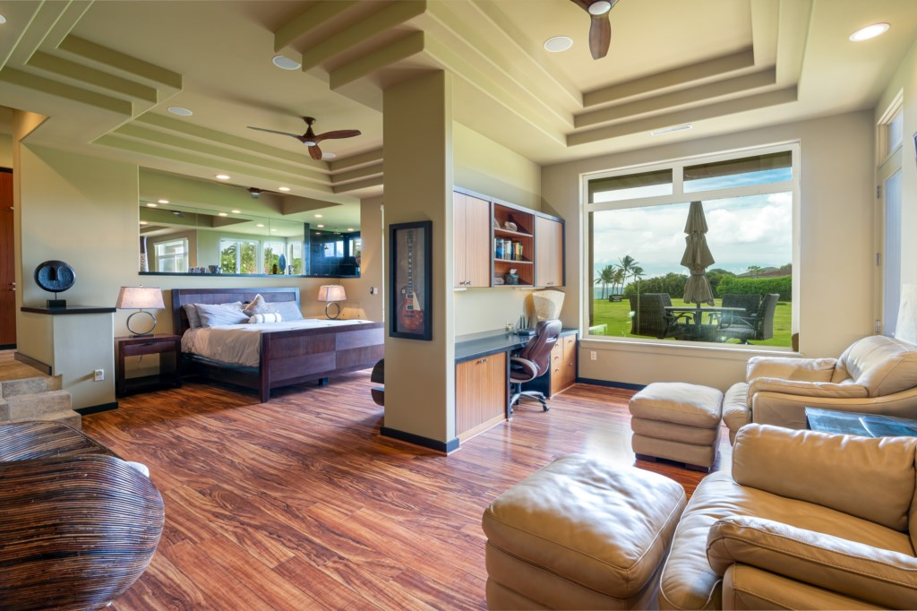 MSuper spacious Master Bedroom Suite with a great relaxation area and great view