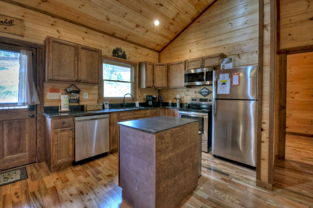 Well appointed Kitchen with everything you could need to cook up a snack or 3 course meal