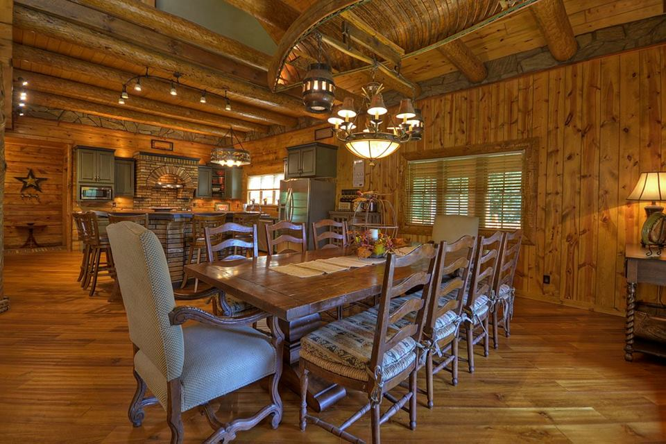 Large Dining space ideal for large gatherings