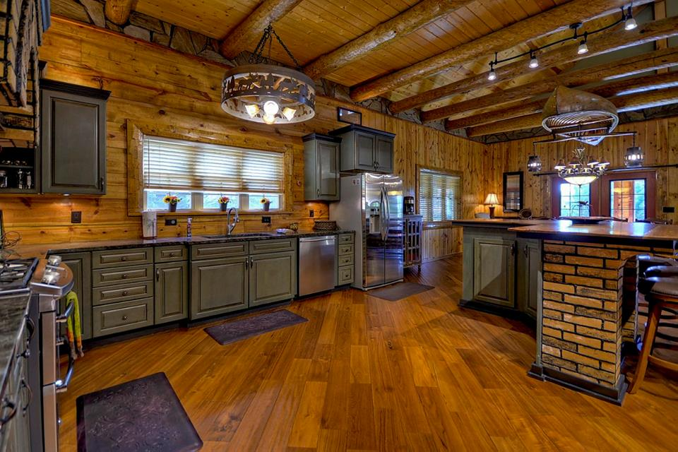 You will instantly feel like this is home from home having this spacious fully equipped kitchen