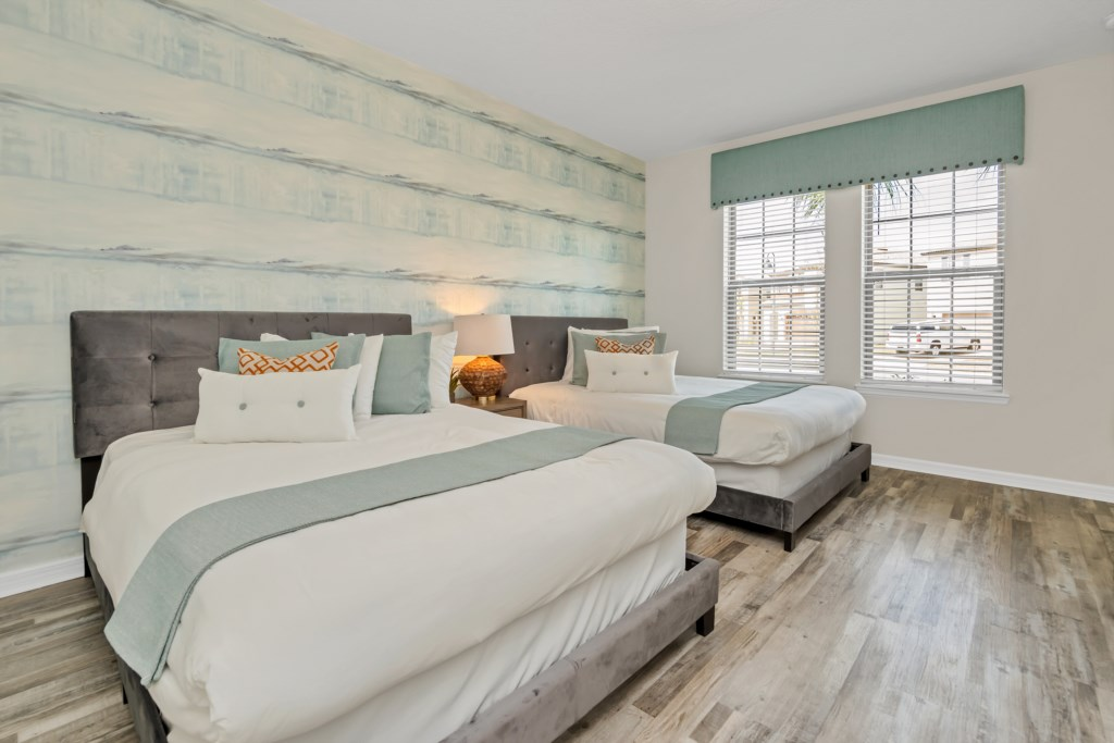 Beautiful 2 queen beds with flat screen TV