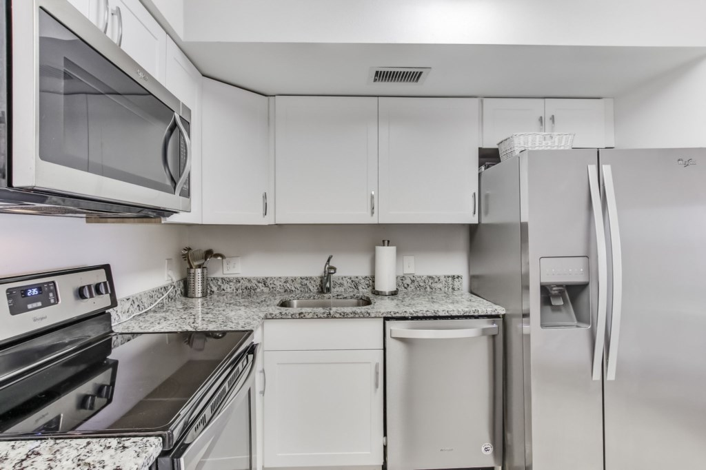 Electric Stovetop and Granite Counters