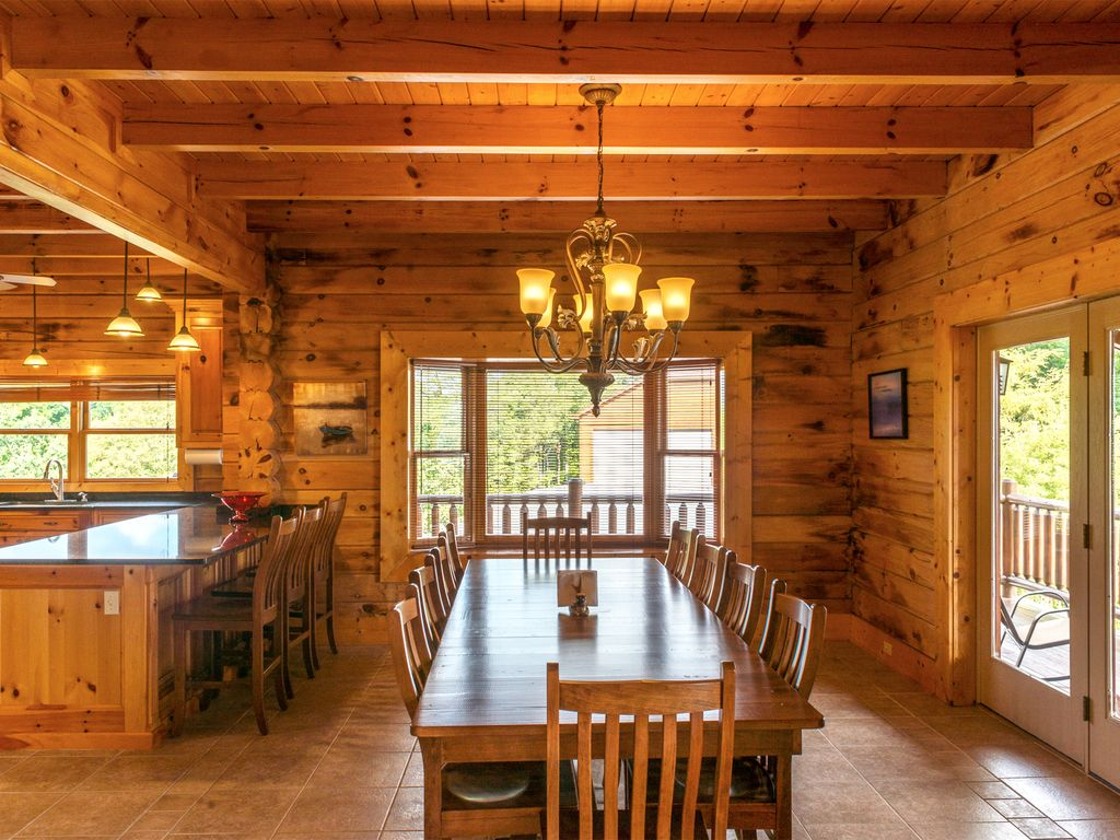 Large open Dinning room area to seat the whole family