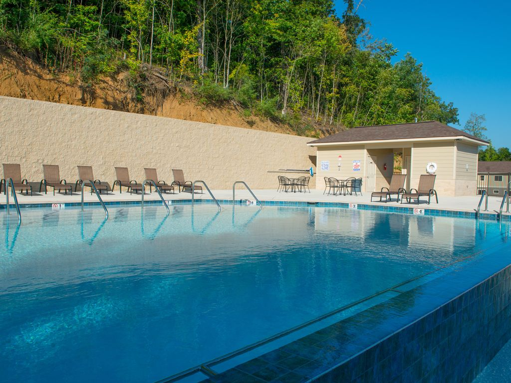 One of the first custom built Infinity Pools in Tennessee!