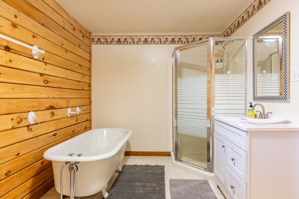 A wood textured bathroom that gives you a cozy-at-home feeling.