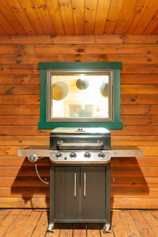 Did someone say Burgers and Hot Dogs? We provide propane for your stay to use with the Grill.