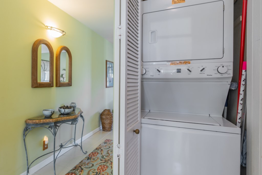 Entry Hallway and Washer/Dryer