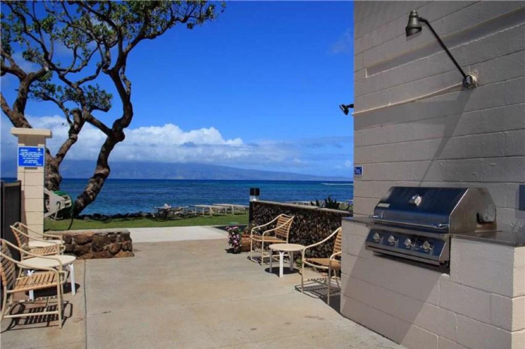 Kahana Reef. BBQ grills