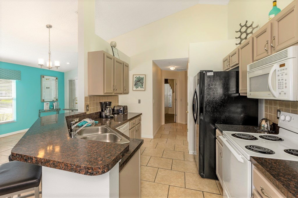 10. Florida rentals with fully equipped kitchen.JPG