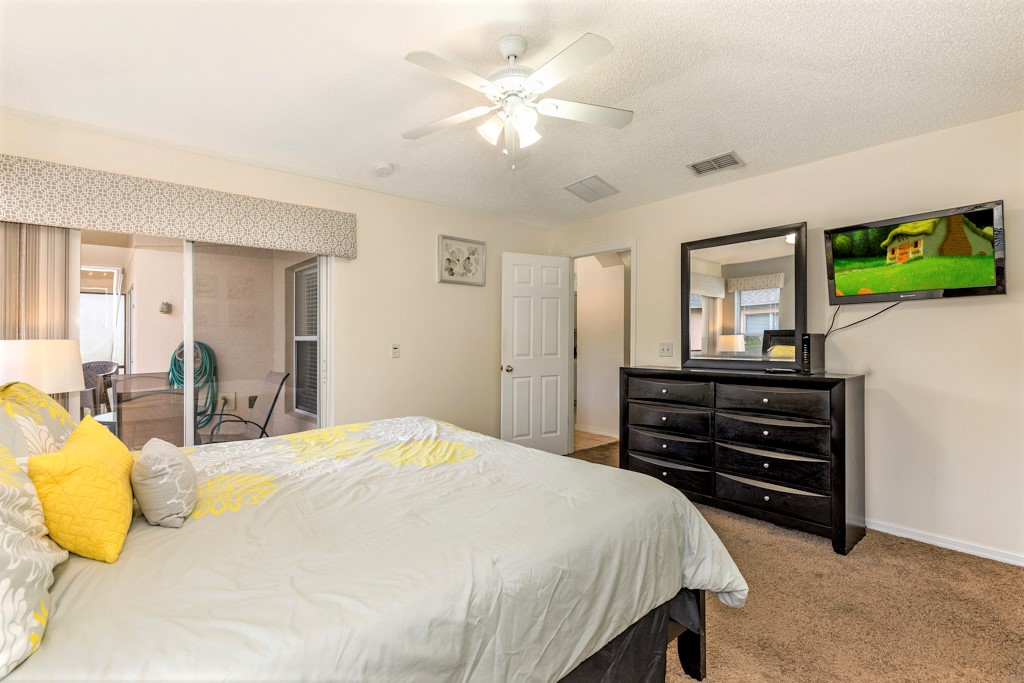 15. Florida rentals with master suite with king bed.JPG