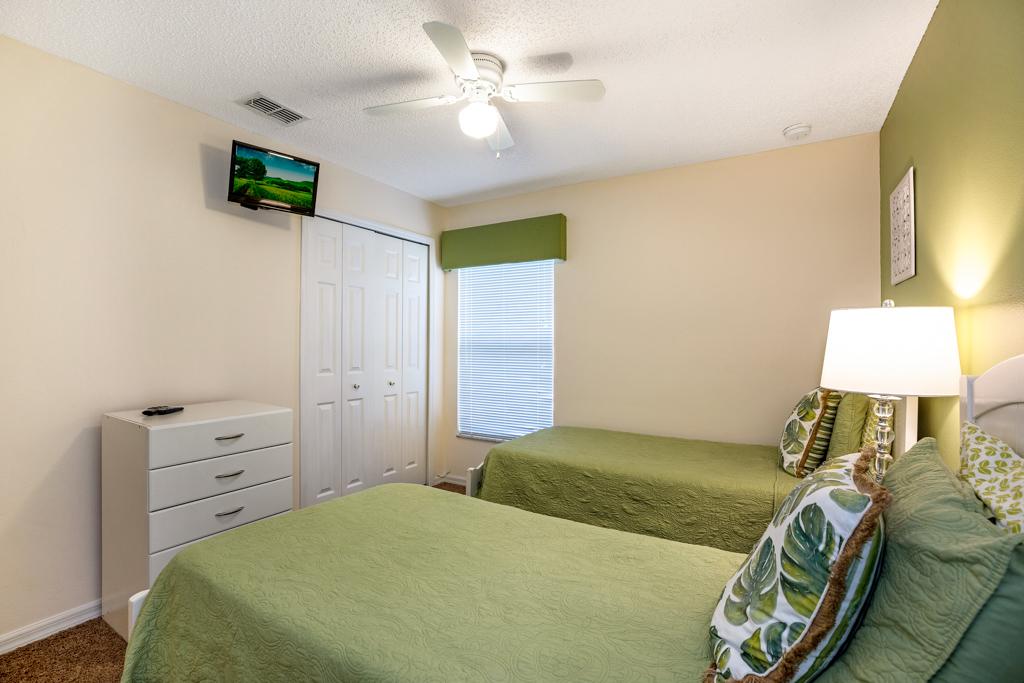 21. Florida rental with twin bedroom.JPG