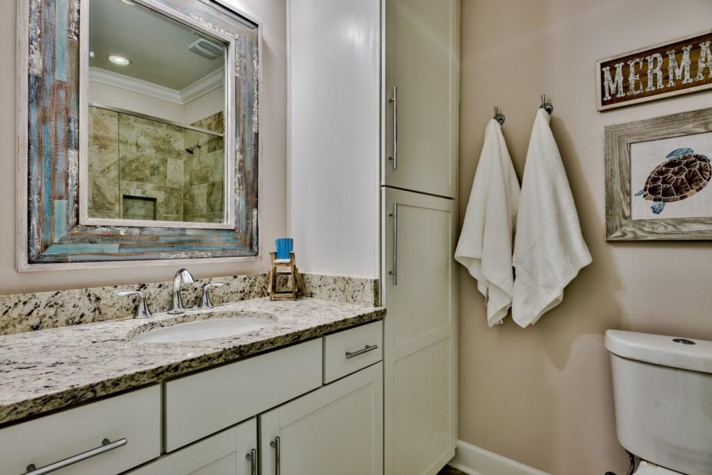 3rd Floor Queen Bathroom