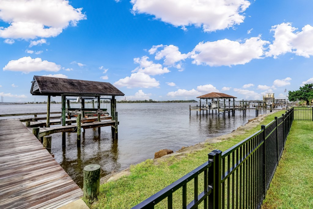 Boat Docks and Boat Lifts Available for Additional Fee