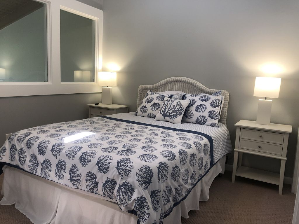 Guest bedroom upstairs full size bed