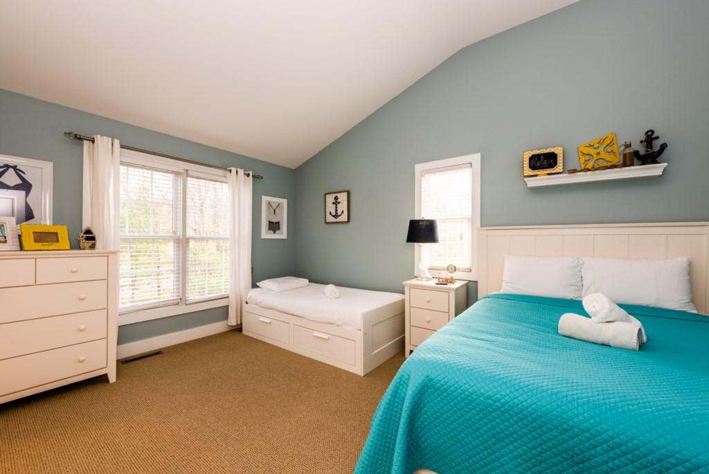 Bedroom #2 (Queen & Twin)