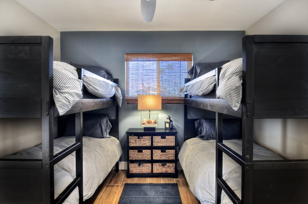Newport Beach vacation rental bunk room