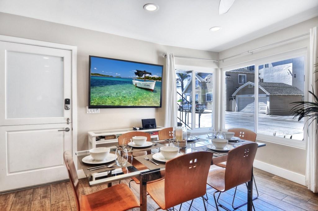 Newport beach vacation rental dining area