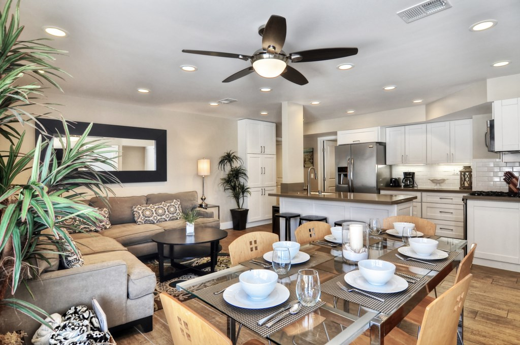 Newport beach vacation rental dining table
