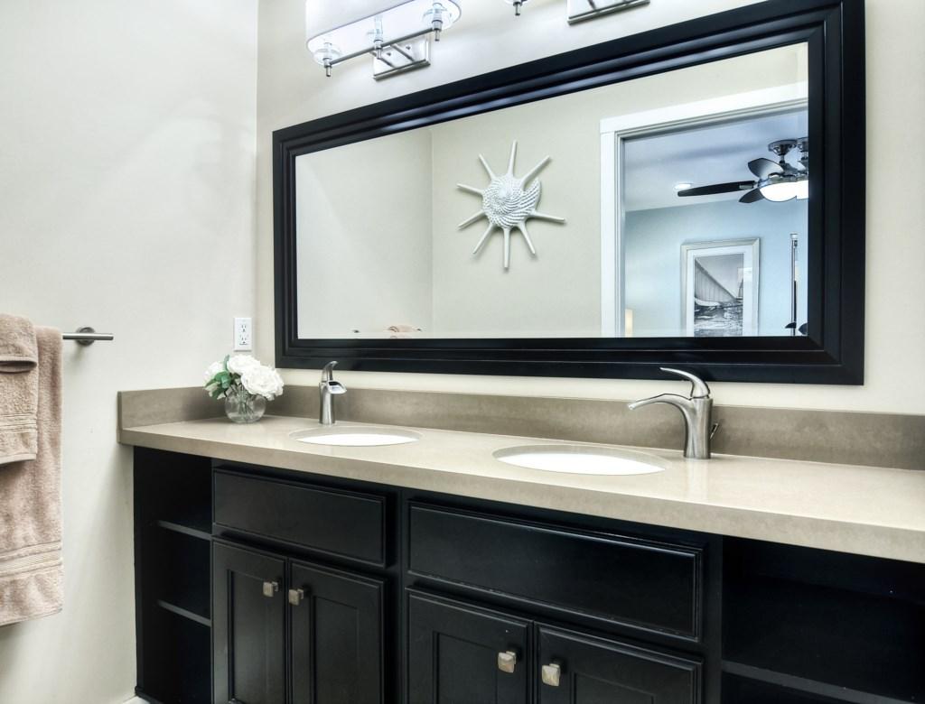 Newport beach vacation rental master bathroom
