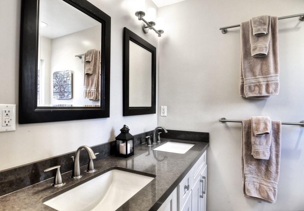 Newport beach vacation rental second bathroom