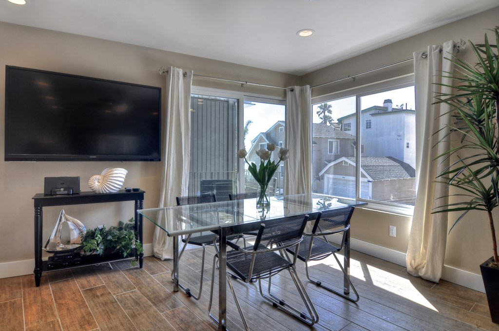 Newport Beach vacation rental dining room