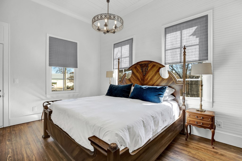 Front House Guest Bedroom 1 Photo 1 of 2