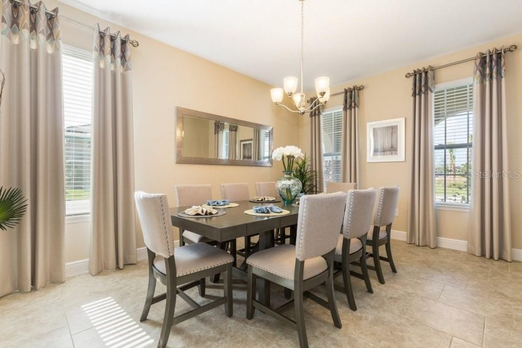 Formal Dining Room for 8!